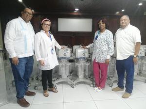 Los equipos entregados por el SNS fueron recibidos por el director, la subdirectora médica, el subdirector administrativo y la supervisora de enfermería del quirófano del hospital, el doctor Francisco Torres Lebrón, la doctora Aidee Cuás, el licenciado Gerpi Polanco y la licenciada Bethania De León.