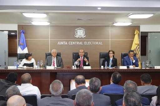 La JCE rechaza demanda de partidos sobre divulgación resultados elecciones.
