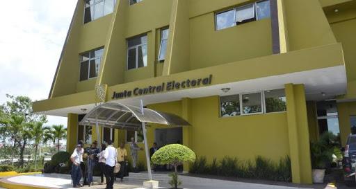 TSE ordena a la JCE decir por qué no acepta candidatura de Leonel por el PRSC.
