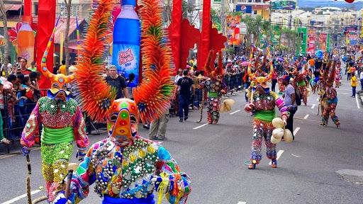 Más de 100 comparsas desfilarán en el Carnaval Nacional hoy 8 de marzo