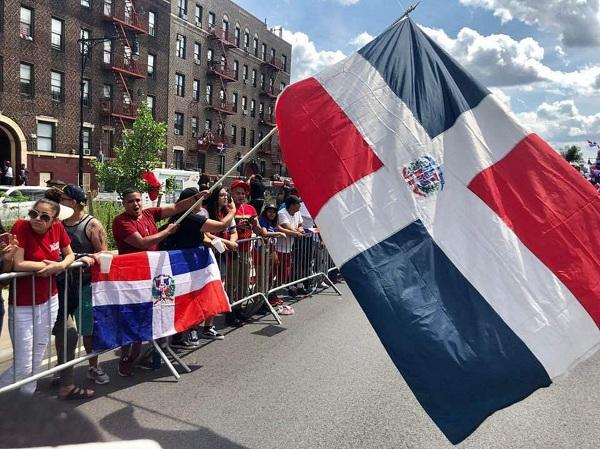 Miles de dominicanos participan en la Gran Parada del Bronx en Nueva York