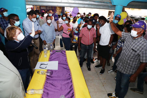 Dirigentes opositores de San Juan pasan a apoyar candidatura de Gonzalo