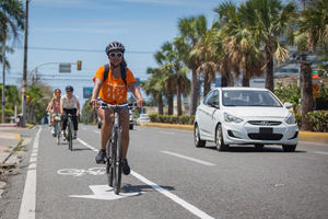 La ciclovía se afianza como alternativa de movilidad en la capital.