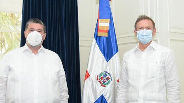 Canciller Roberto Álvarez recibe en su despacho a embajadores de varias naciones