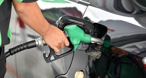 Paso del huracán Laura alteró precio de los combustibles.