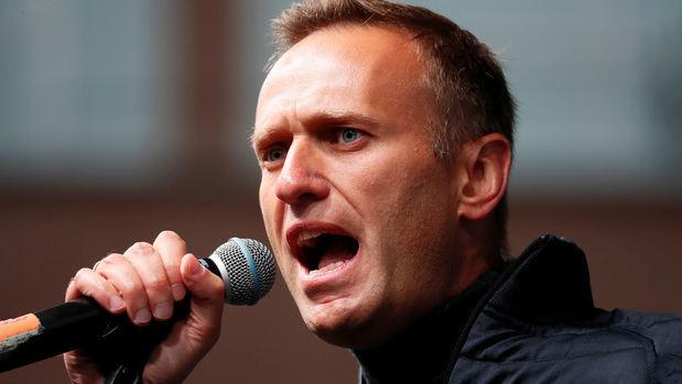 A finales de agosto, el opositor ruso Alexéi Navalny fue hospitalizado en estado grave en la ciudad rusa de Omsk y posteriormente trasladado a un hospital en Alemania.