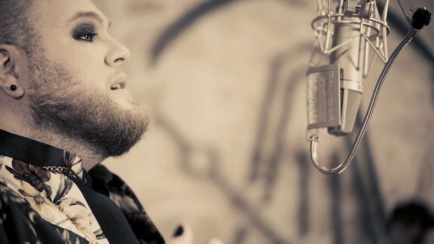 Enrique Ramil, el cantante que emociona a España, llegará a EE.UU. y América Latina