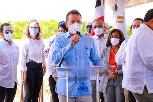 El ministro Bisonó aseguró que una de las metas de su gestión es relanzar el sistema de Zonas Francas del país.