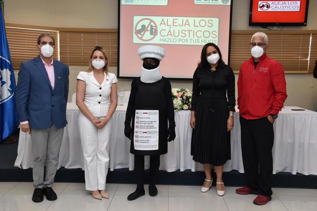 """Hospital Hugo Mendoza y SNS lanzan campaña """"Aleja los cáusticos, hazlo por tus hijos"""