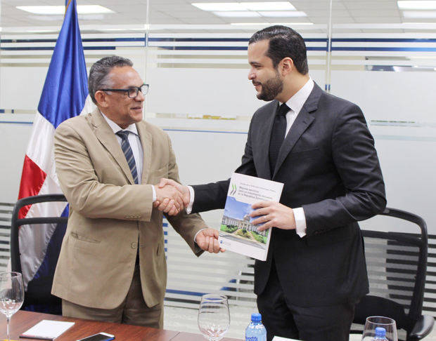 Camejo dice competitividad mejorará con esfuerzo de instituciones públicas