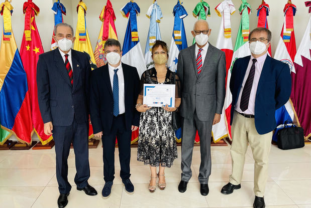 El Ministro del MESCYT, doctor Franklin García Fermín, y el Embajador de España en República Dominicana, Alejandro Abellán García de Diego, y la primera secretaria Delegación de la Unión Europea, María Luisa Benítez-Donoso encabezaron la ceremonia.