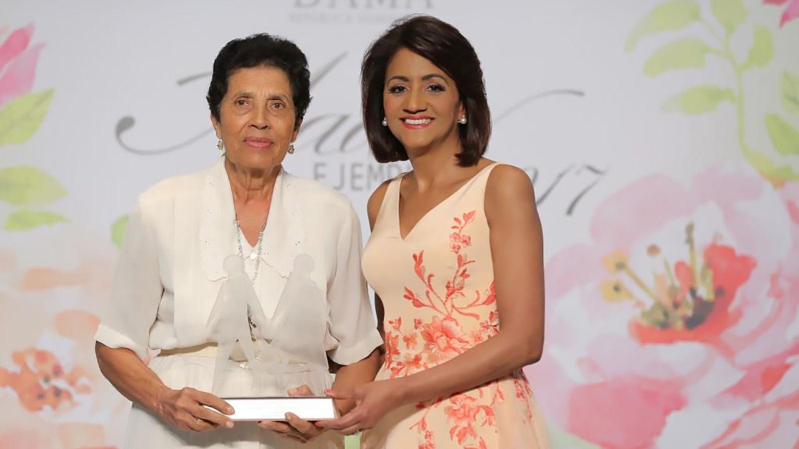 Primera Dama reconoce aportes de la mujer en el desarrollo del país