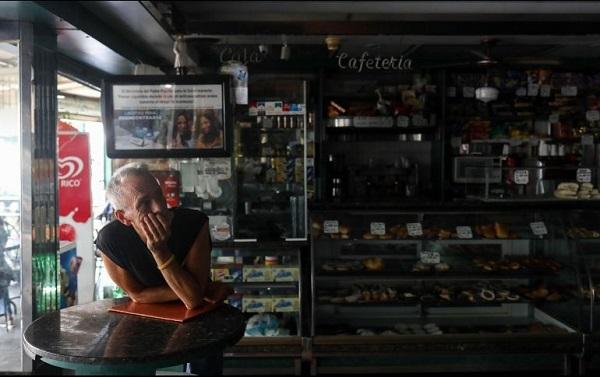 El Gobierno venezolano acelera sus ajustes económicos y niega la crisis migratoria