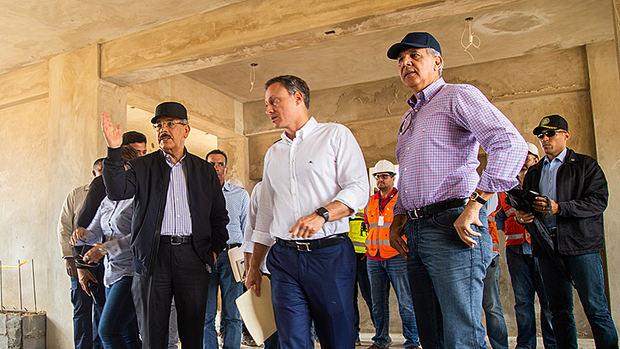 Danilo Medina constata avances en la construcción de la Nueva Victoria, en Visita Sorpresa
