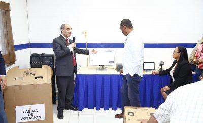 JCE realiza demostración de voto electrónico a partidos del Fopppredom