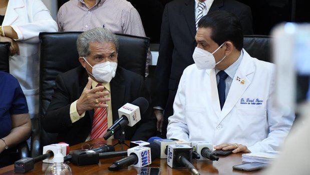 Médicos cancelados abandonan protesta tras llegar a acuerdo con el Ministerio