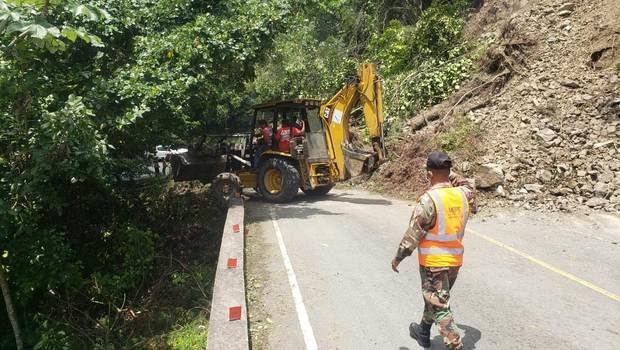 Temblor de tierra provocó deslizamientos de tierra en Constanza