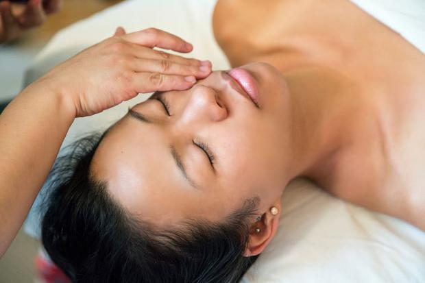 4 pasos imprescindibles para incluir en la rutina de cuidado de la piel por la mañana