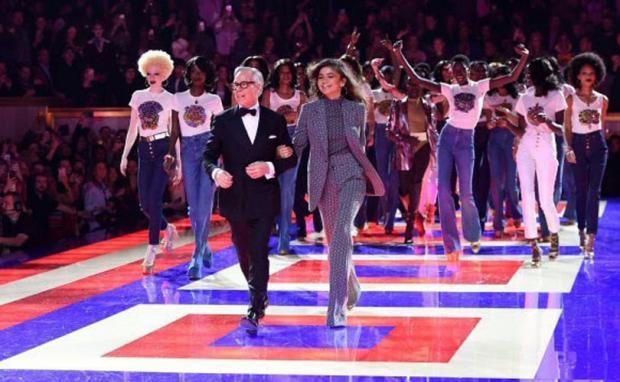 El desfile Tommy y Zendaya revoluciona París