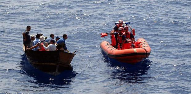 Guardia Costera de Puerto Rico intercepta barca con 20 dominicanos