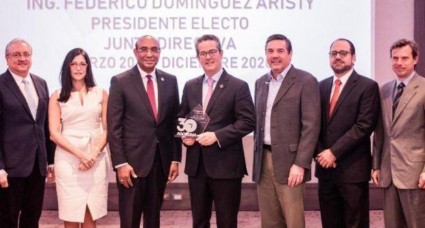 Adozona reconoce a José Manuel Torres por su desempeño en el sector ZF